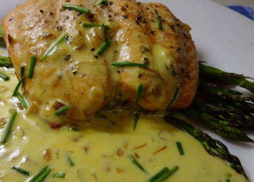 Roast Salmon, Asparagus & Saffron Cream Sauce