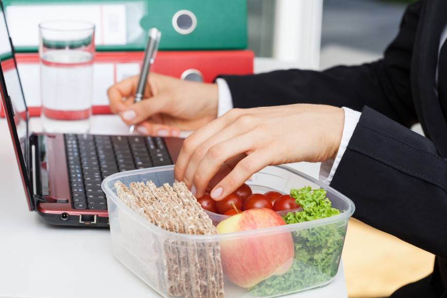 This Is What Eating Lunch At Your Desk Every Day Is Doing To Your Mental And Physical Health