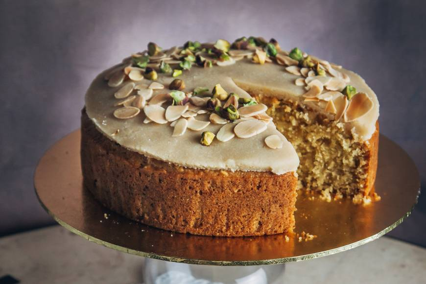 Vegan Almond And Semolina Sugee Cake