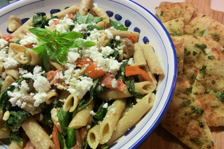 Wholewheat pasta with spinach, feta and tomato
