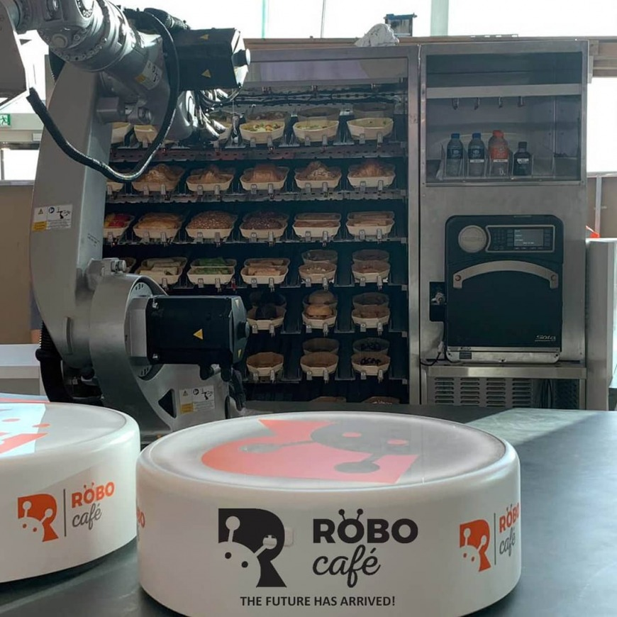 Robot cafe in Dubai