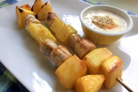 Grilled fruit kebabs with honey and yogurt