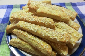 Cheese and sesame seed straws
