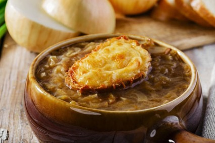 Soupe à l'oignon (Lyonnaise Onion Soup)