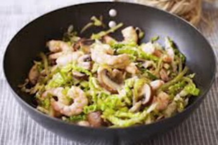 Prawns wok with Chinese cabbage